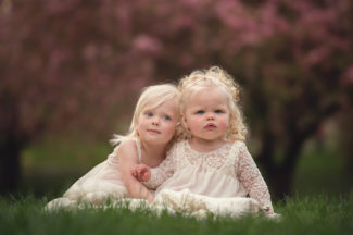 des moines Iowa child children sibling photographer photography