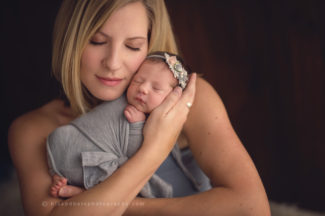 iowa newborn photographer iowa mothers and babies photographer newborn parents photography studio best newborn photographer des moines