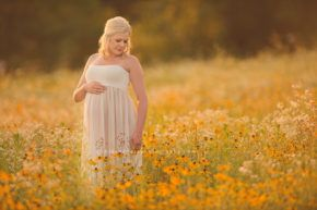 iowa maternity photographer des moines iowa expecting mother pregnancy photography