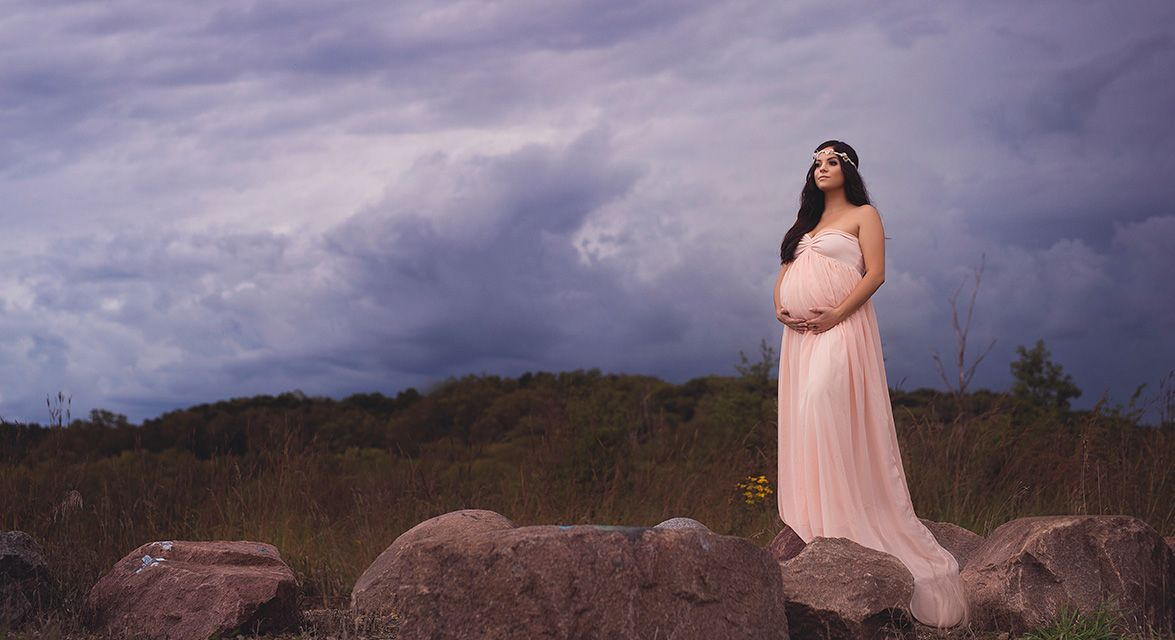 des moines iowa maternity photographer expecting mother pregnancy photography family newborn