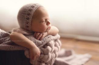 iowa newborn photographer iowa mothers and babies photographer newborn parents photography studio best newborn photographer des moines