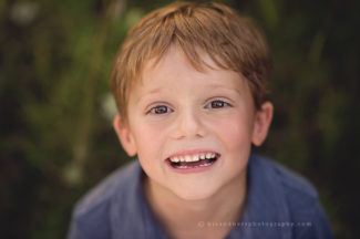 des moines iowa child photographer 5 year old portraits kindergarten back to school pictures best child photographer iowa